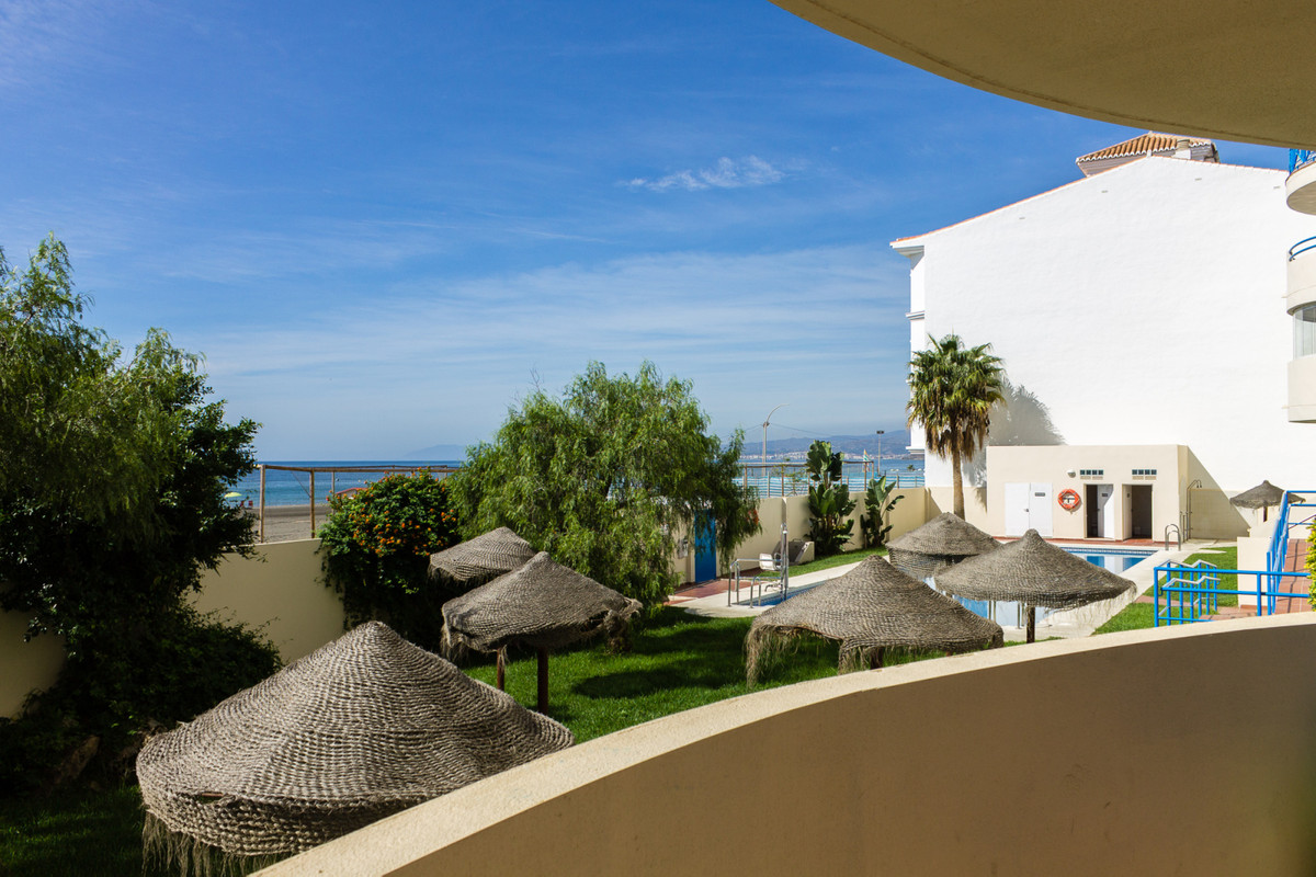 Stunning, modern, front line beach apartment in a tranquil setting and close to shops and restaurant,Spain