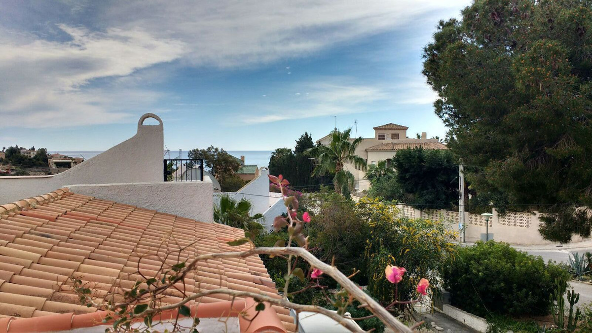 House with sea views. on the first floor there is 2 bedrooms, 1 living room, a large kitchen, 1 bath,Spain