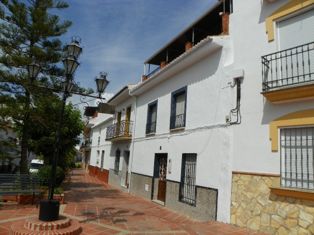 Fabulous townhouse located in Alhaurin el Grande. Situated near the centre of the village, close to ,Spain