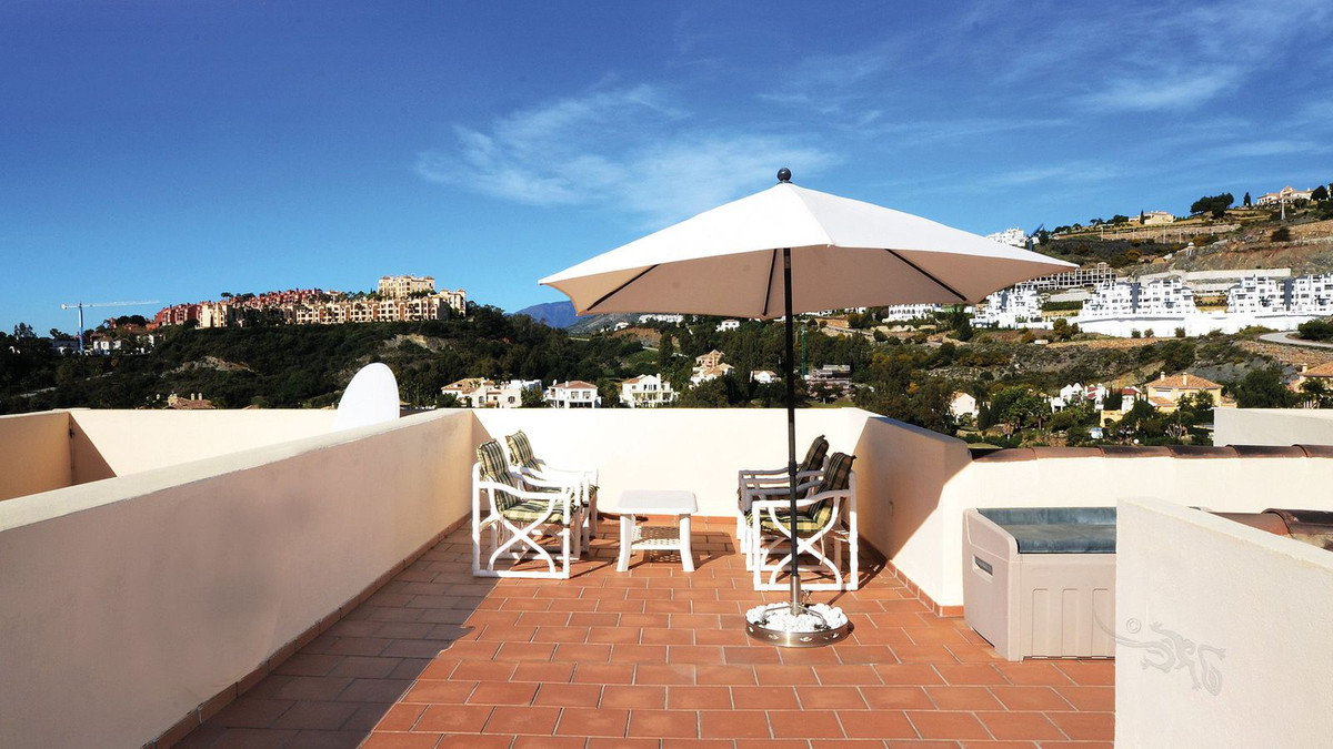 The property is located in a quiet area, but also has the convenience of being able to reach Puerto , Spain