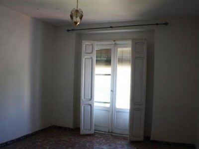 This apartment has the makings of a feature apartment, central to Ontinyent with good river views. 2, Spain