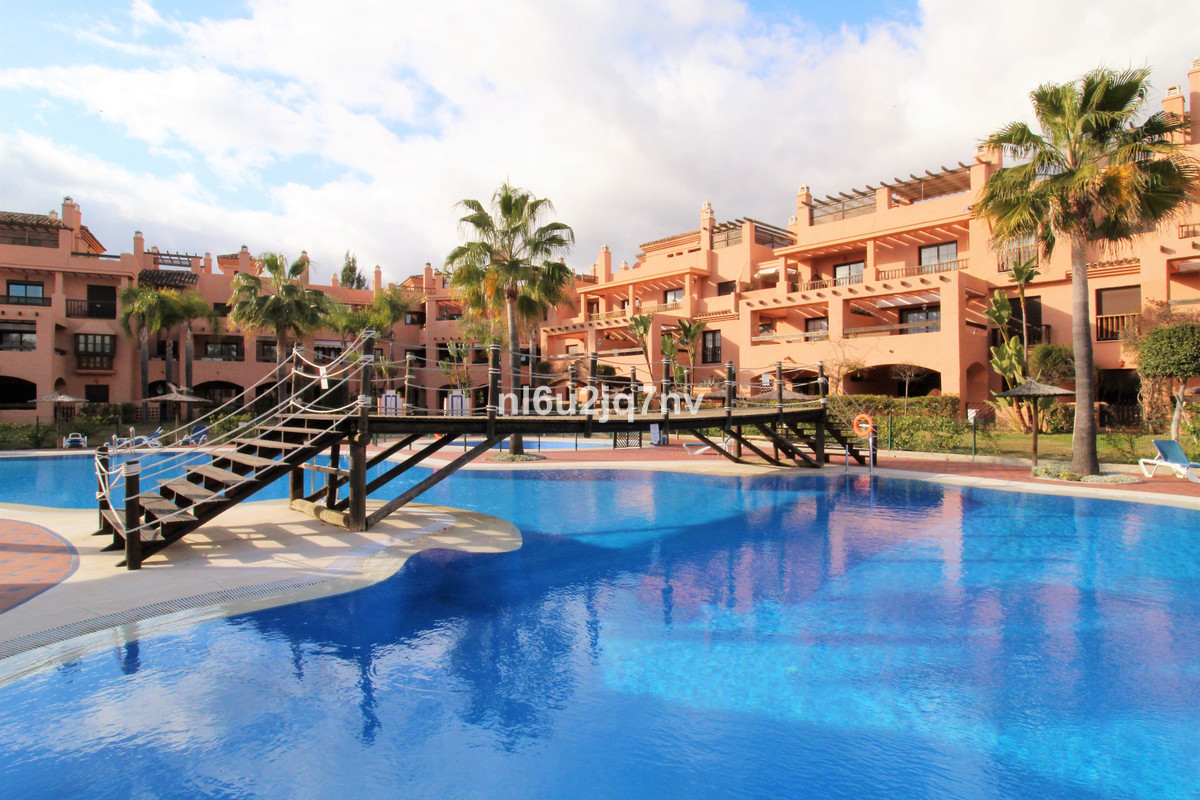 Spacious three double bedroomed duplex penthouse apartment which is located in the 24-hour security , Spain