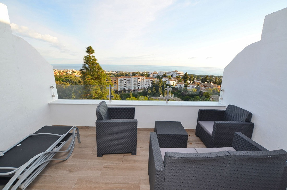 MODERN STYLE DUPLEX PENTHOUSE WITH AMAZING SEA VIEWS! Situated in Calahonda (Mijas). Totally renovat,Spain