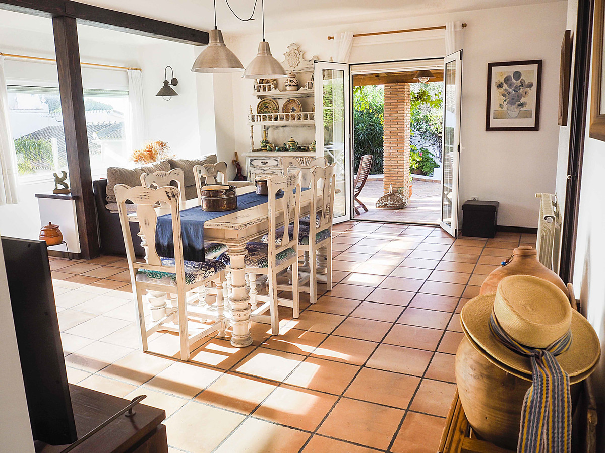 Detached villa located in El Faro, Mijas Costa, only 25 minutes from Malaga, 15 min  from Marbella a,Spain