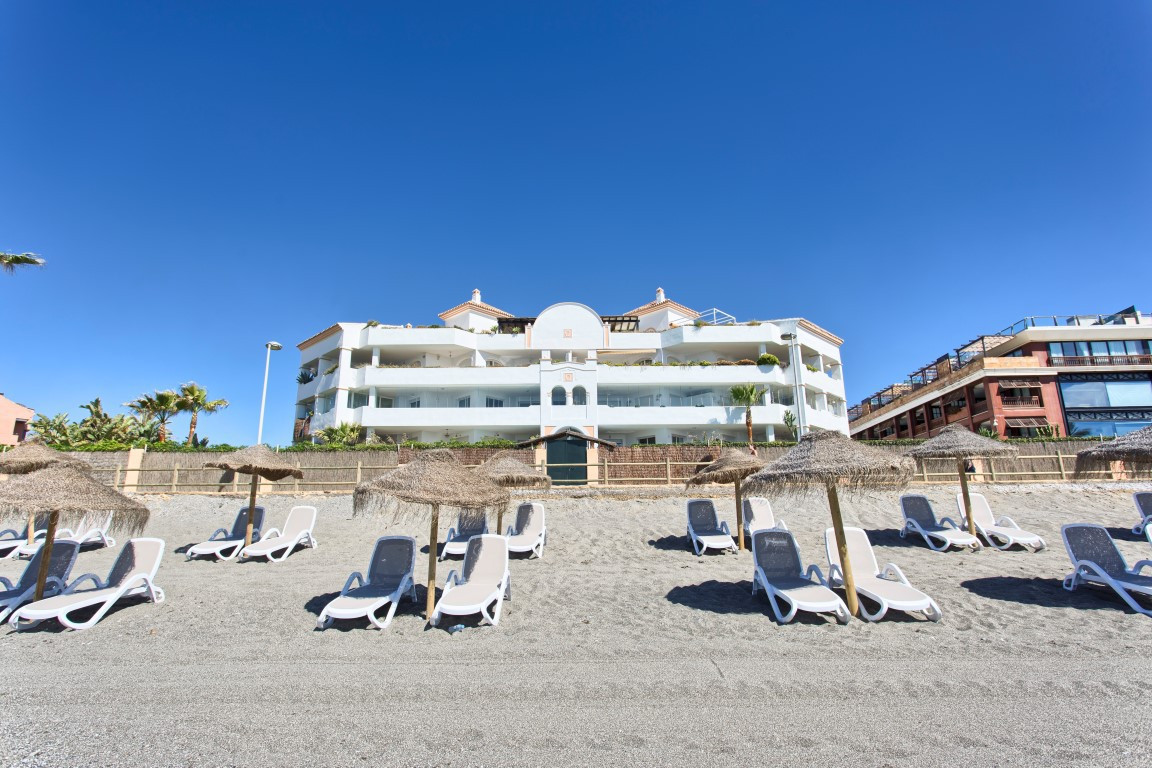 Beautiful ground floor apartment situated front line beach with direct access from the terrace to th,Spain