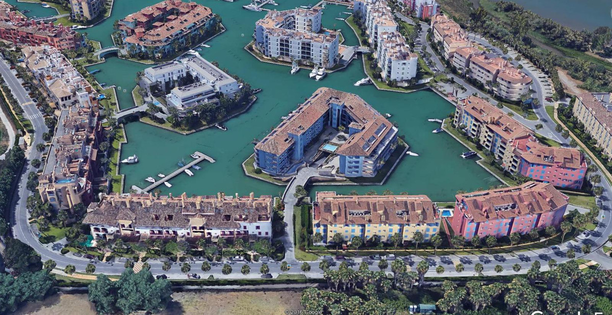 Fantastic apartment located in the beautiful Sotogrande Marina, built and equiped using first qualit,Spain