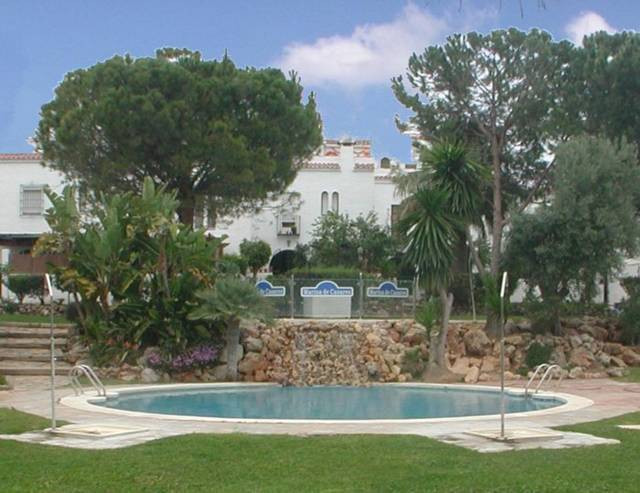 This townhouse requires some renovation - A fantastic townhouse located in a popular and quiet compl,Spain