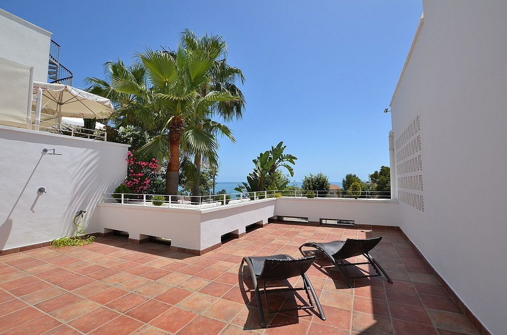JUST REDUCED FROM 395.000 € to 365.000 €!  SPECTACULAR MINIMALIST STYLE PROPERTY! Located in Benalma,Spain