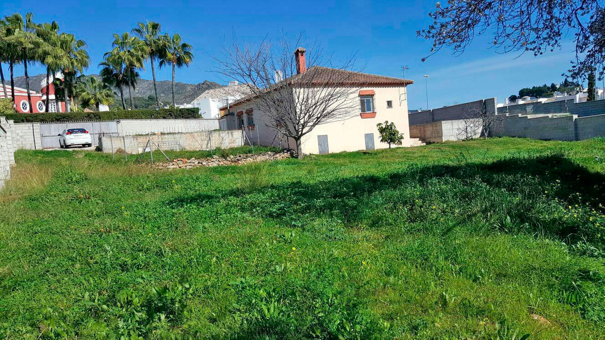 A lovely spacious, rustic style private villa set on a very large corner plot on an urbanisation, ju,Spain