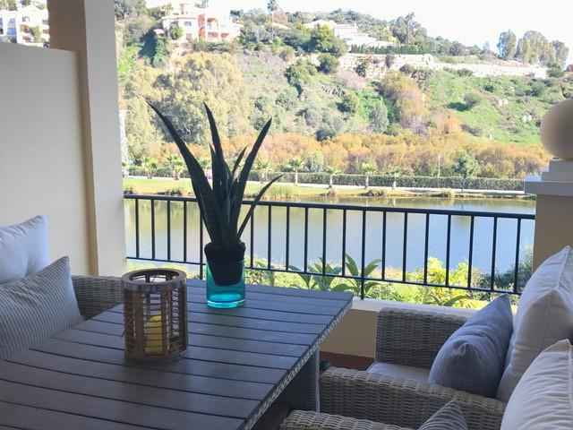 An amazing, bright 3 bedroom apartment, located in La Quinta urb Los Arcos de La Quinta,  in a prest,Spain