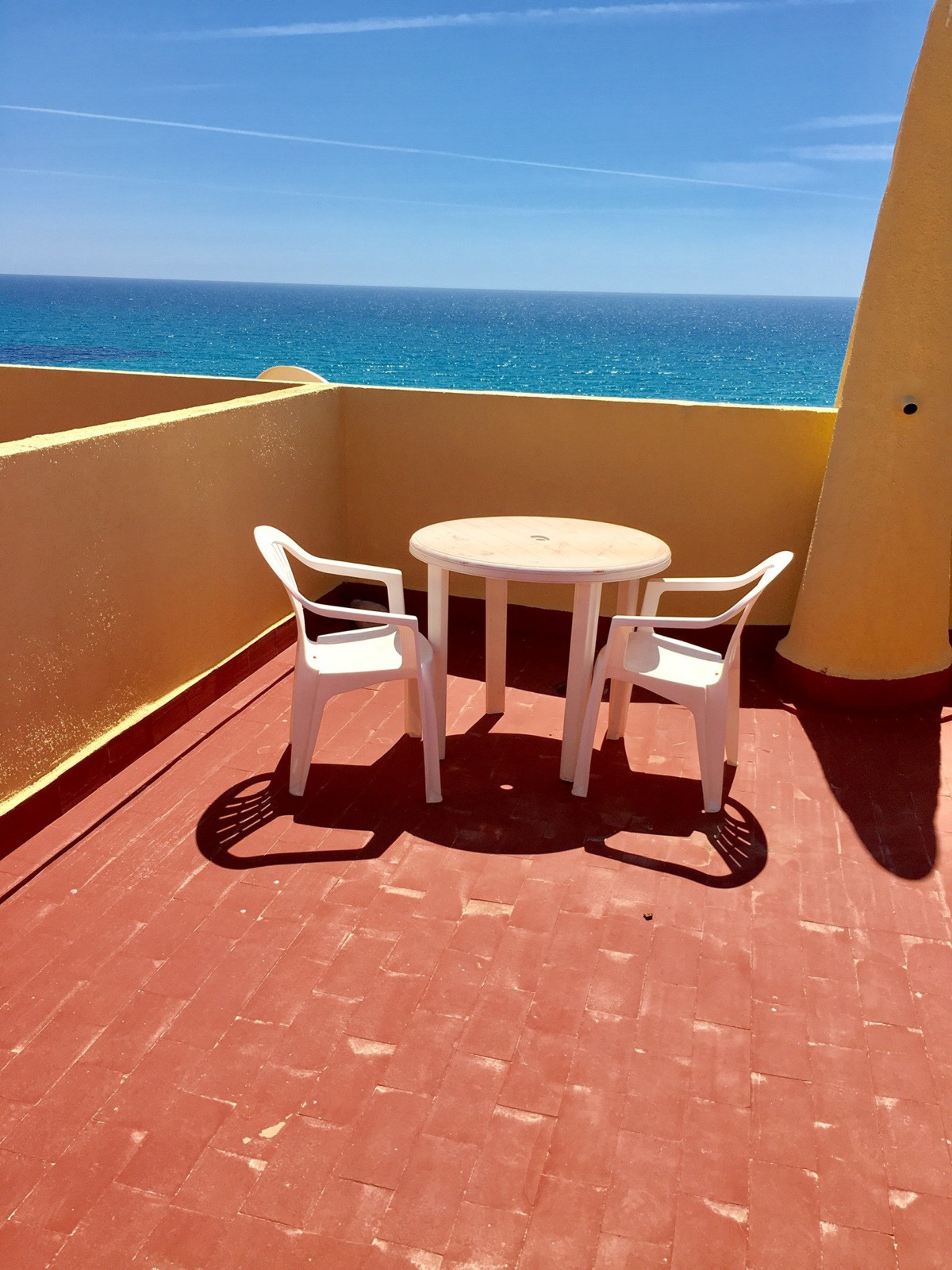 Bungalow with sea views and in good condition with 3 bedrooms, located in a residencial area only 50, Spain