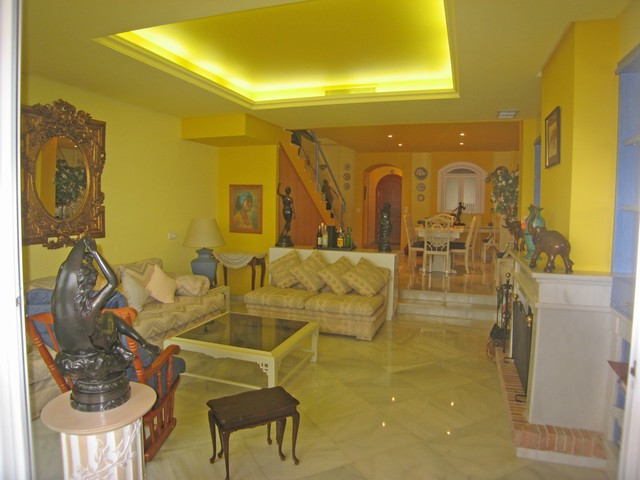 Townhouse,  Close to Golf,  Fitted Kitchen,  Parking: Garage,  Pool: Communal Pool,  Garden: Beautif,Spain