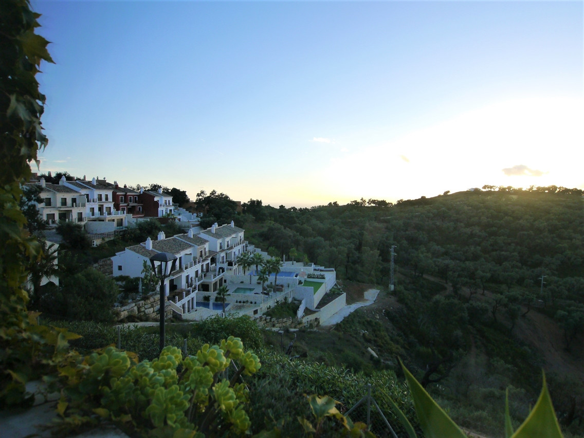 Beautiful townhouse with stunning views and only 13 minutes from the beach. The house has five bedro, Spain