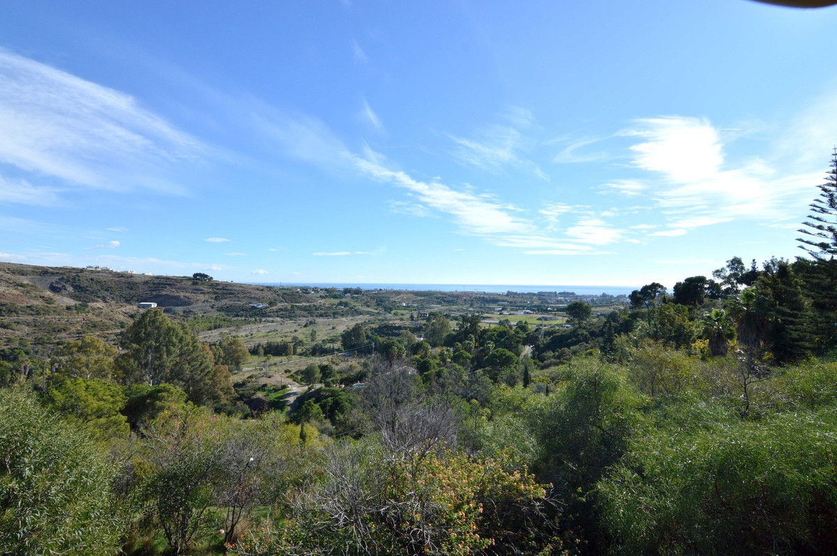 Country house for renovation with great possibilities in the New Golden Mile with panoramic, uninter,Spain