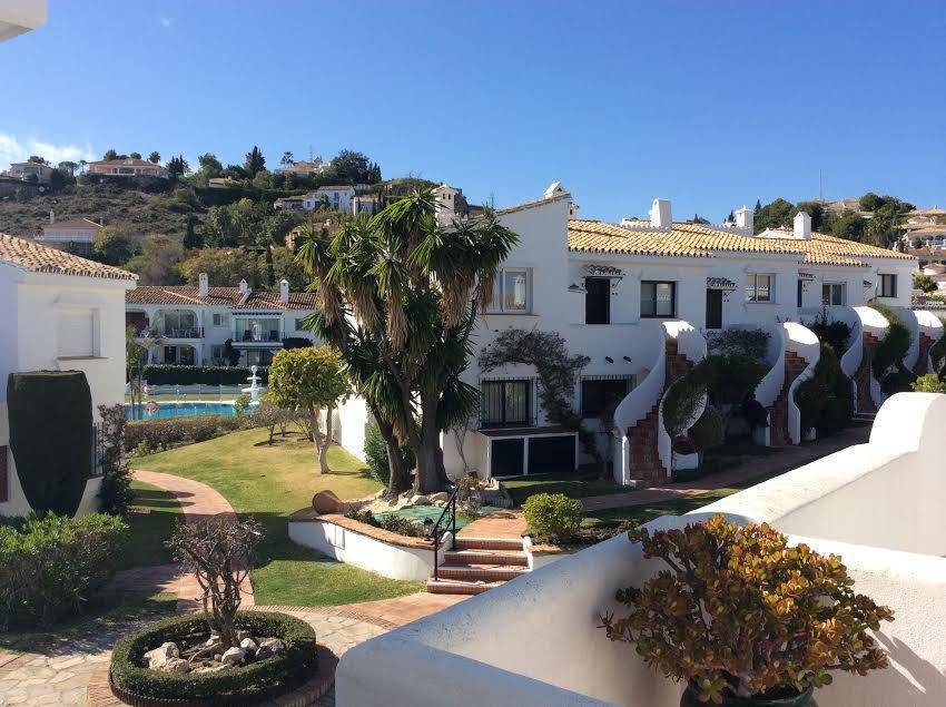 Beautifully Appointed south facing, 2 Bedroom 2 Bathroom Classic 1 level Penthouse Apartment within ,Spain