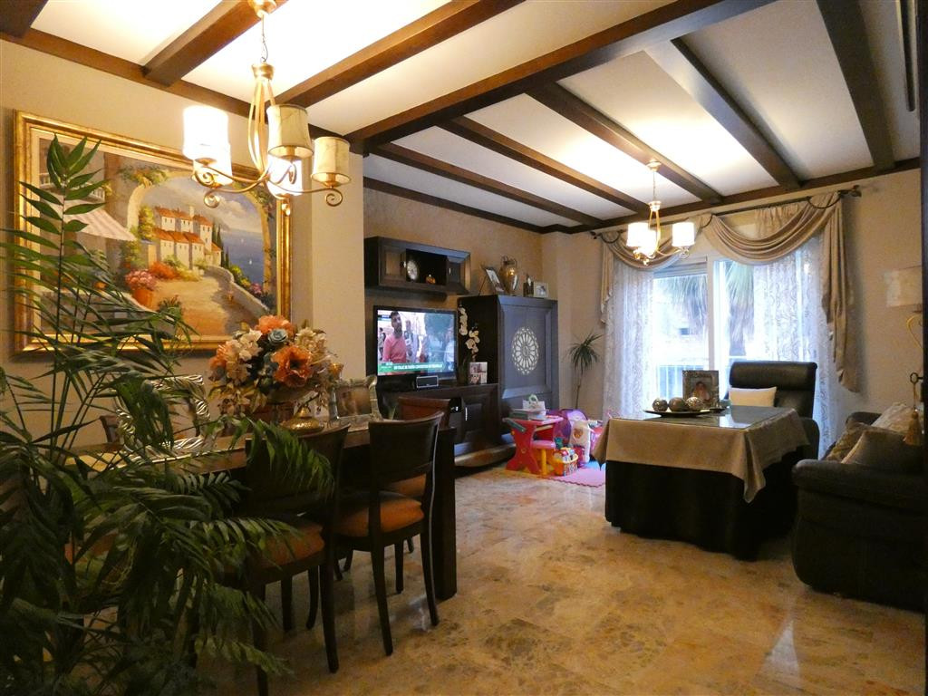 Fabulous 3 bedroom apartment with two bathrooms (one en suite) located in one of the main avenues of,Spain