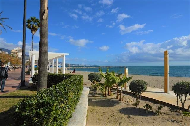 INVESTMENT OPPORTUNITY TO PURCHASE THIS 3 BEDROOM APARTMENT IN CENTRAL FUENGIROLA. Located opposite ,Spain