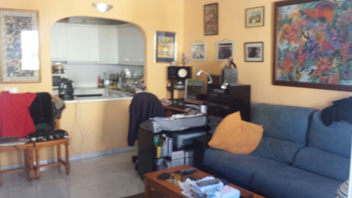 Apartment in Benalmadena with 1 bedroom / 1 bathroom. It has a lounge, a fully equipped american kit, Spain