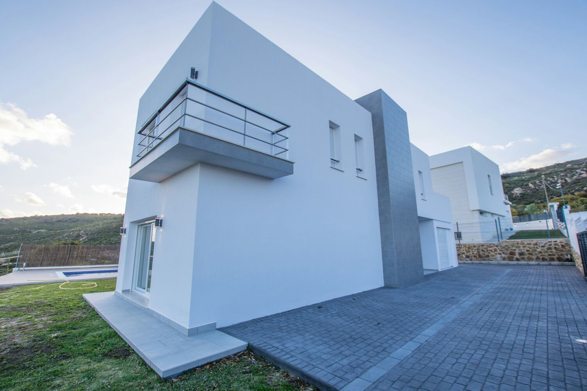 Modern unfurnished house with stunning views of the entire coast. This house is located between Este, Spain