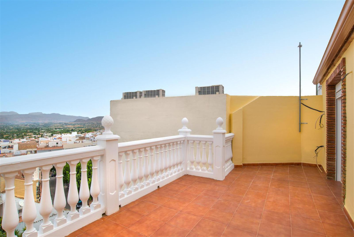 PENTHOUSE OF ONE BEDROOM IN THE CENTER OF ALHAURIN EL GRANDE Superb two bedroom apartment with garag, Spain