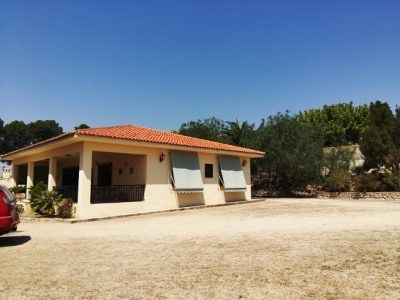 Great house of about 120m2 on a plot of 6000m2. Excellent access and close to shops, schools and a r, Spain