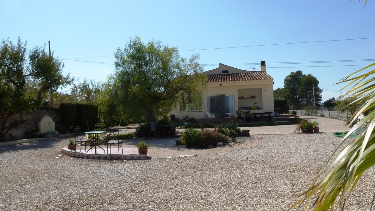 Lovely country house with excellent access and views over Ontinyent. Entering the house into a large,Spain