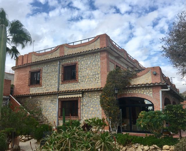 4/5 bedroom character property offering beautiful tendered gardens, swimming pool and only 15 minute, Spain