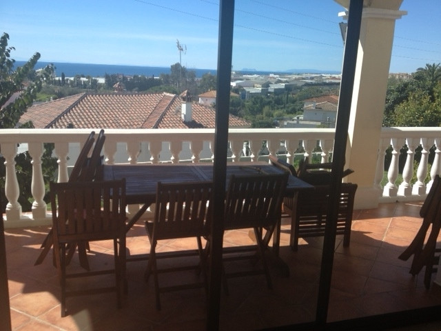 Independent house recently renovated, situated just a few minutes driving from Marbella´s centre and,Spain