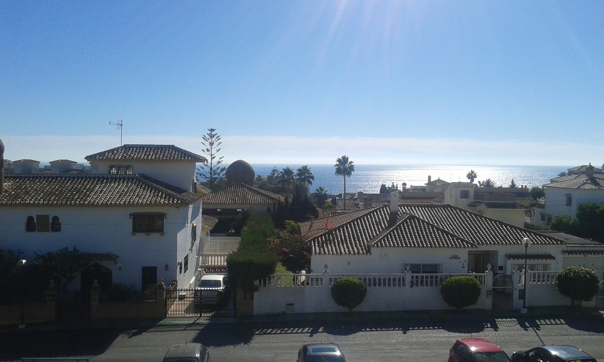 Bright Top floor apartment offering great sea views, Walking distance to the beach and local ameniti, Spain