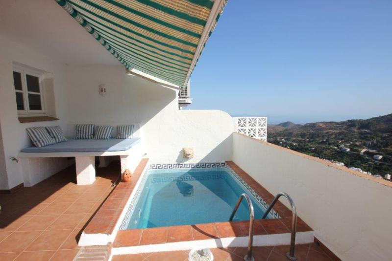 Pretty 4 Bedroom 4 Bathroom Townhouse in the picturesque village Ojen, settled in the mountains but ,Spain
