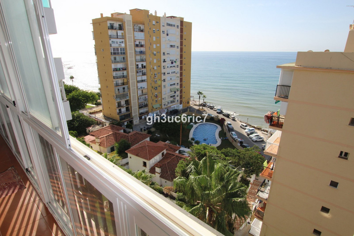 Bargain beach front complex ,open sea views just €139,000 !!!.This 3 bed 2 bath apartment is close t, Spain