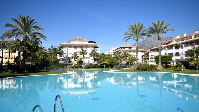 Dama de Noche - Puerto Banus. Great location in a gated community within walking distance of the the, Spain