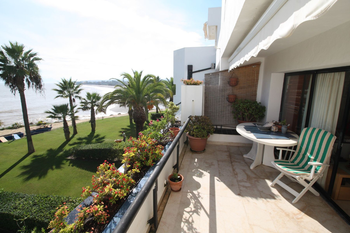 Frontline beach apartment with impressive views to the Mediterranean Sea, the strait of Gibraltar an, Spain