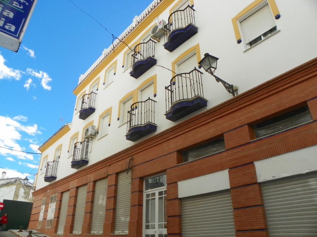 Fabulous top floor apartment located near the center of the town of Coin. The property has 2 bedroom,Spain