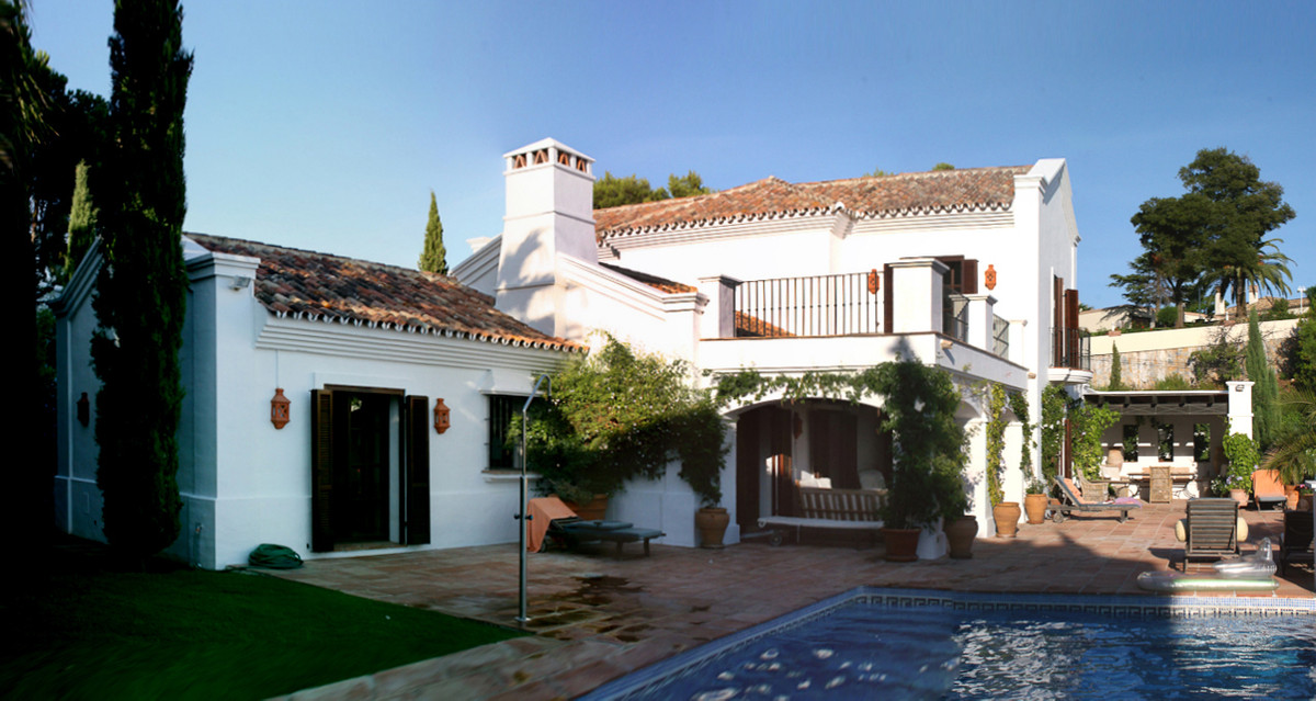 Wonderful and elegant hacienda style villa situated in the highly esteamed residential area of El Ma,Spain
