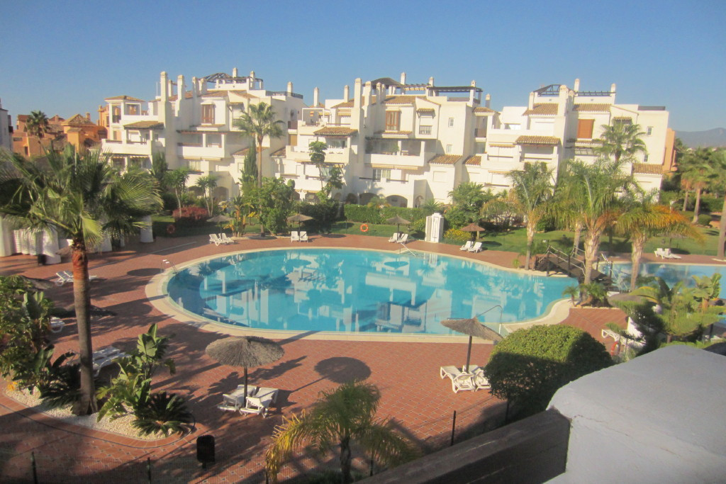 Nice second floor situated in the well known development of Las Adelfas, first line of San Pedro de ,Spain
