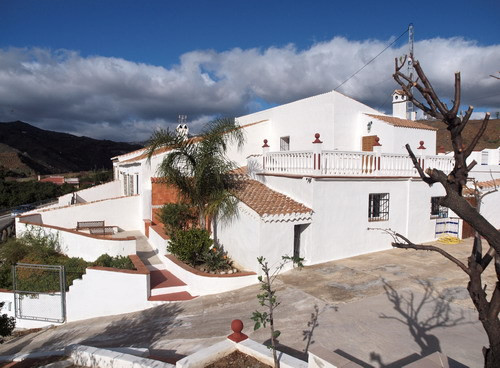 Beautiful semi detached village house with fantastic view to the mountains, furnished, fire place, S,Spain