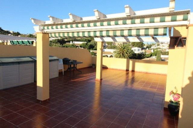 Nice penthouse located within walking distance to restaurants, and supermarket in Cerros del Aguila., Spain