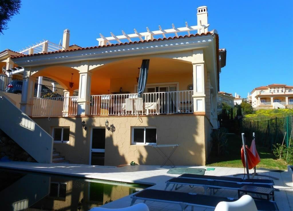 Very well presented large 4 bedroom villa in a small community of villas, ideal as a family home, re,Spain