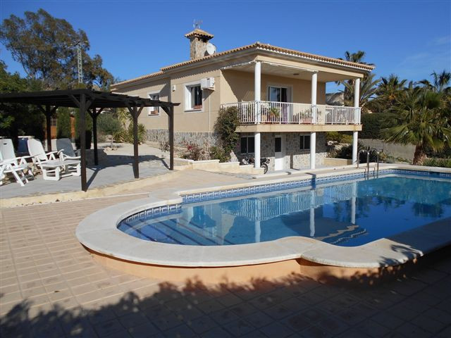 Spacious, south-facing, 3 bedroom villa on corner plot with fantastic mountain views in Busot.  Year, Spain