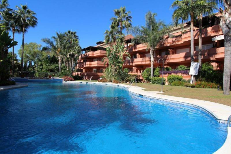Fantastic Opportunity a few mtrs. of the beach!! Apartment with 3 bedrooms and 3 bathrooms in a gate, Spain