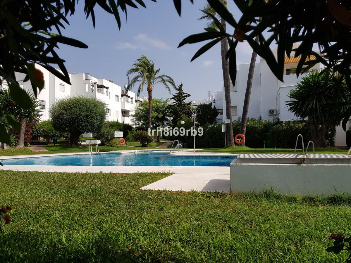 Spacious Ground Floor 2 bed, 2 bath apartment in Popular Urbanisation El Paraiso Medio, Estepona.  A,Spain