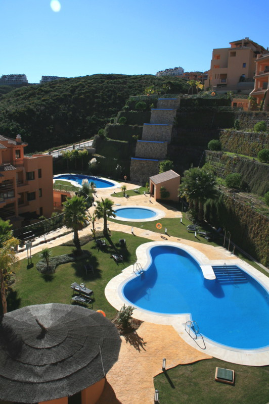 This is a large and modern second floor corner apartment. The property includes: panoramic views to ,Spain