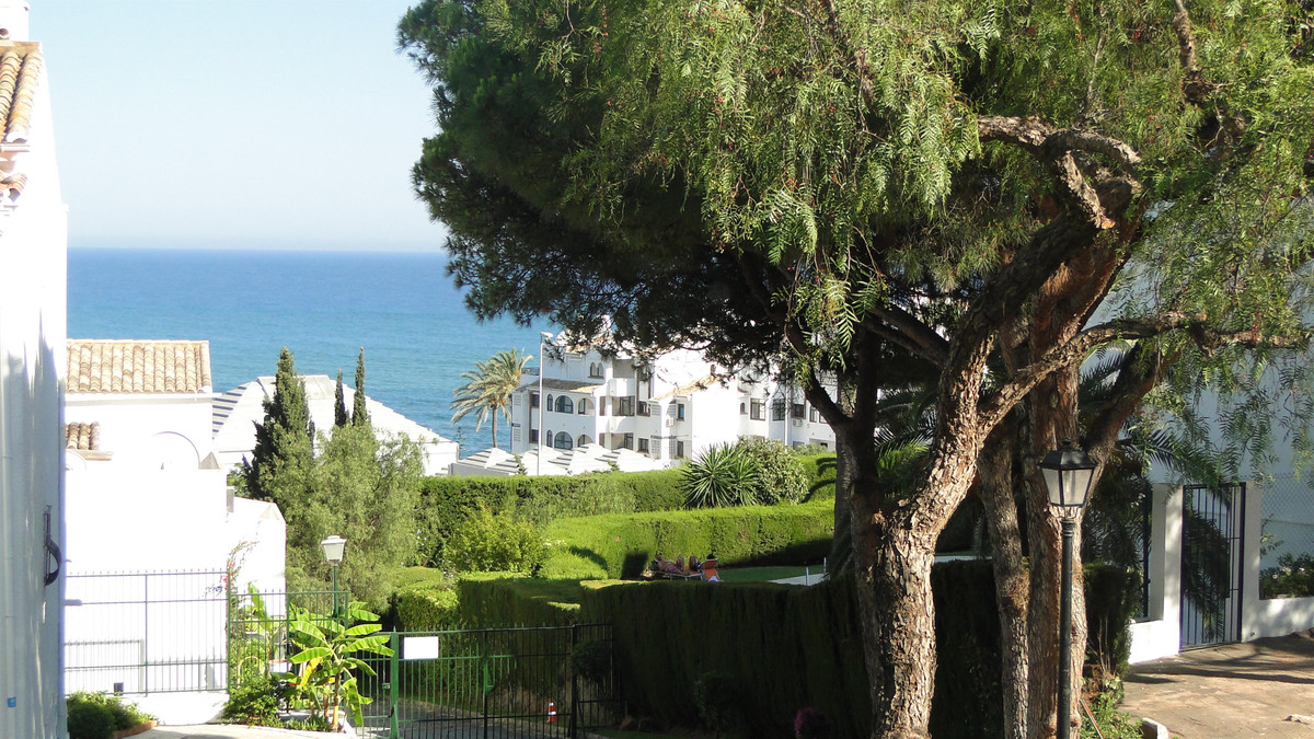 PERFECT LOCATION CLOSE TO AMENITIES AND THE BEACH FOR THIS SPACIOUS AND WELL PRESENTED TWO BEDROOM A,Spain