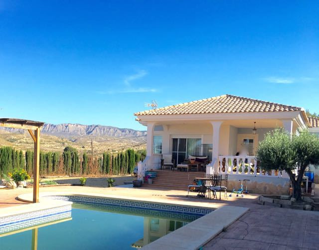 Attractive, 3 bedroom villa in elevated plot with swimming pool and outstanding mountain views.  200,Spain