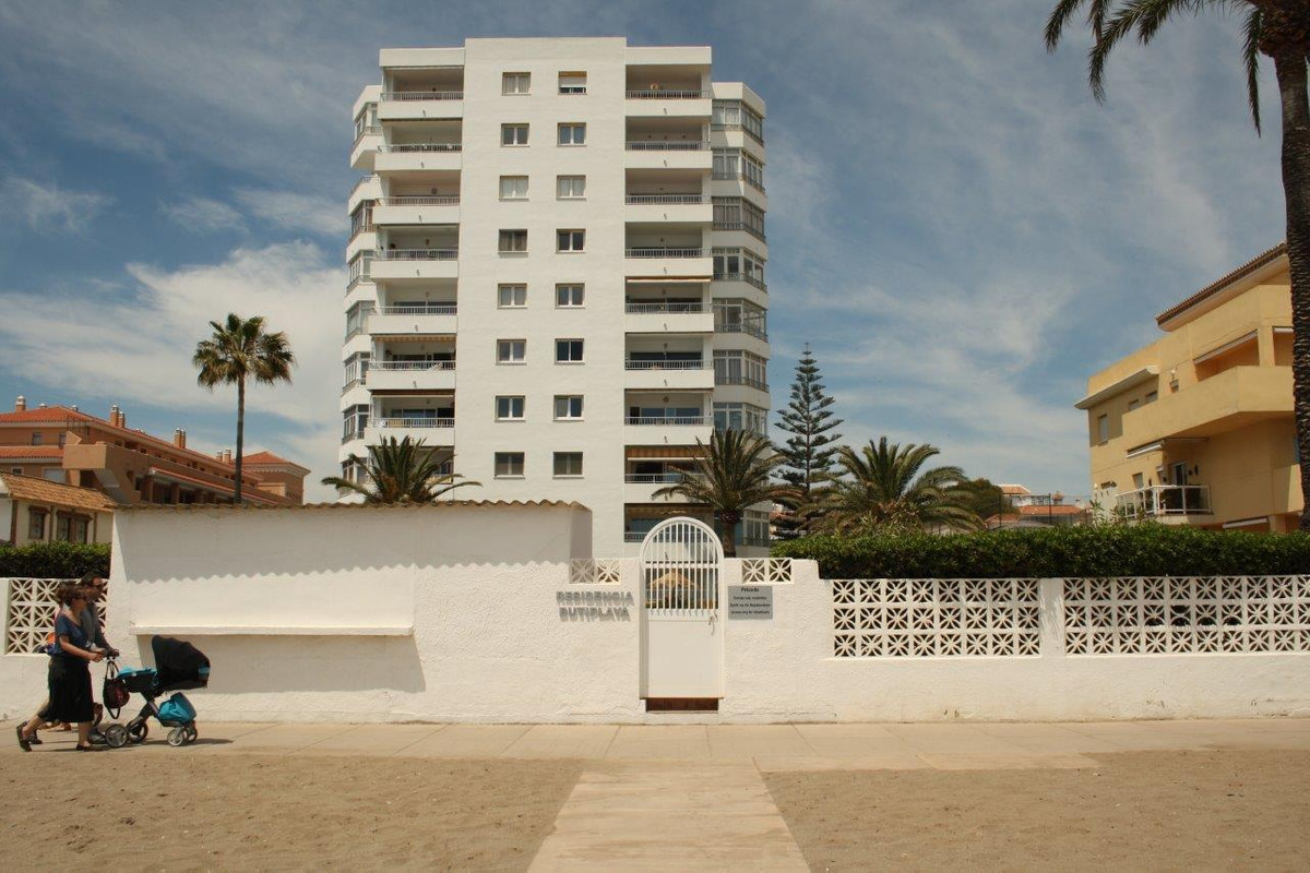 RENTED UNTIL JANUARY 2018 COMPLEX IN FIRST LINE OF SEA IN THE LA CALA DE  MIJAS . Fabulous studio lo, Spain