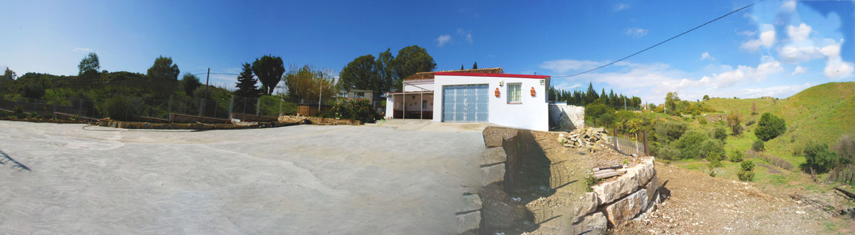 Charming Spanish farm only 10 minutes from Fuengirola city centre. The house is in perfect shape and,Spain