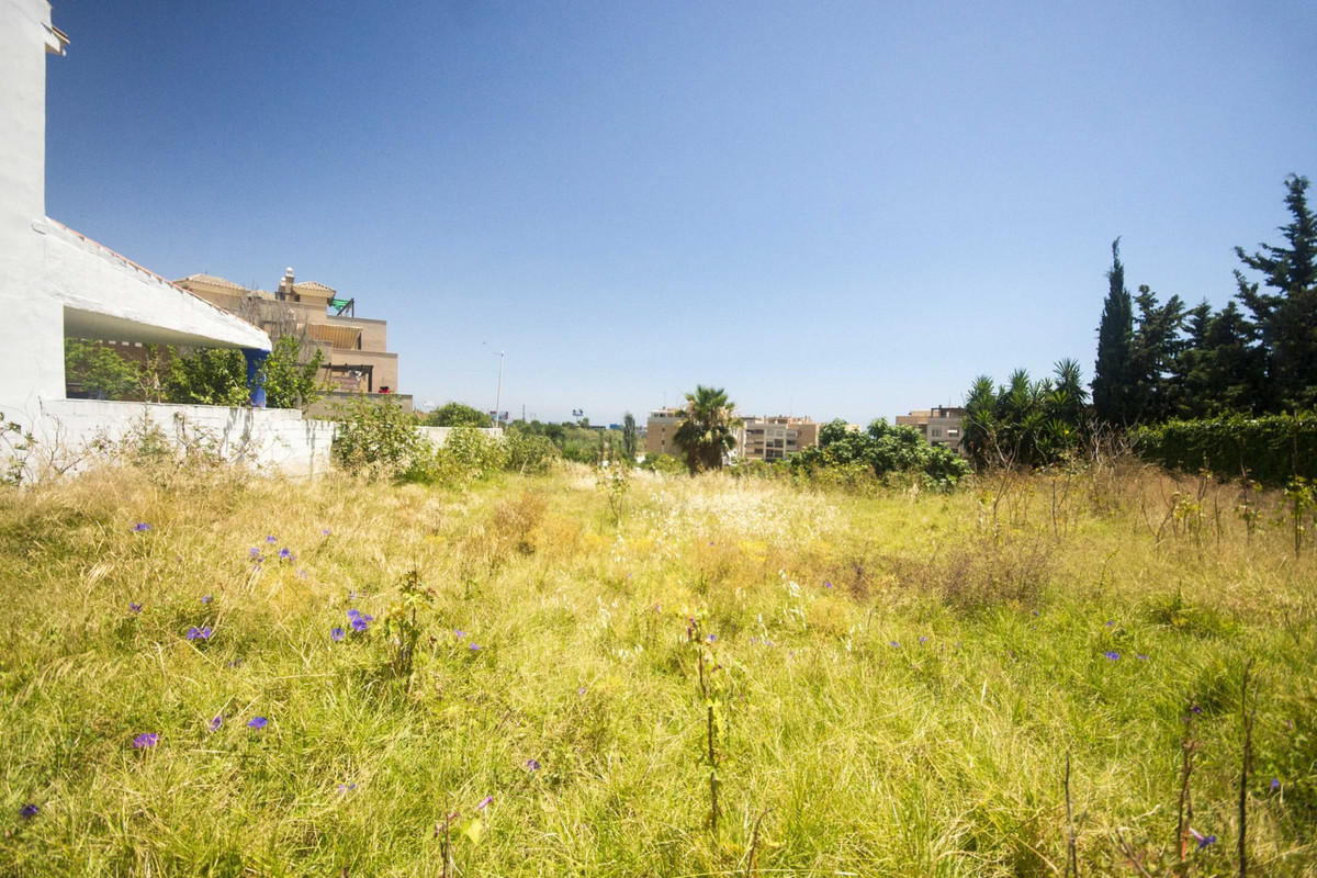 Impressive well located level urban plot. Final undeveloped piece of land in a quiet residential cul,Spain