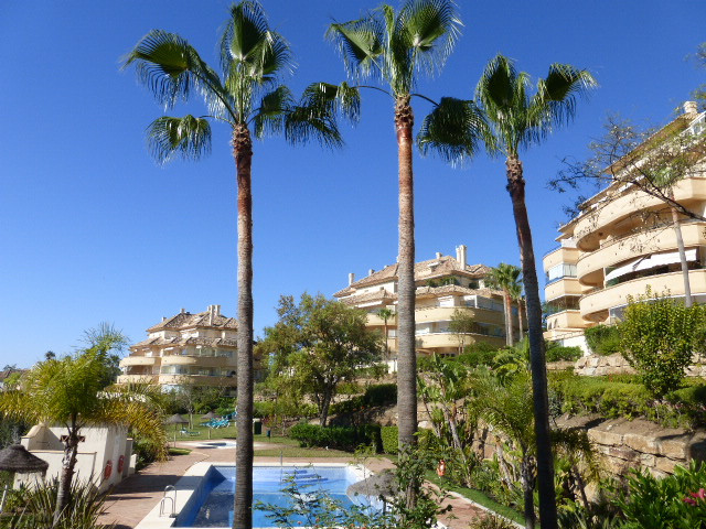 A spacious corner apartment in the award winning development Elviria Hills. This property is one of ,Spain