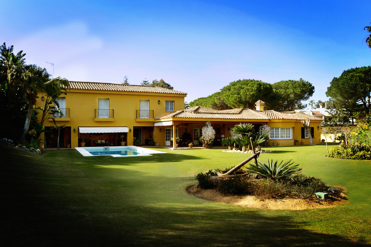 Located in the prestigious Kings and Queens area of Sotogrande, this 6 bedroom and 5 bathroom family, Spain